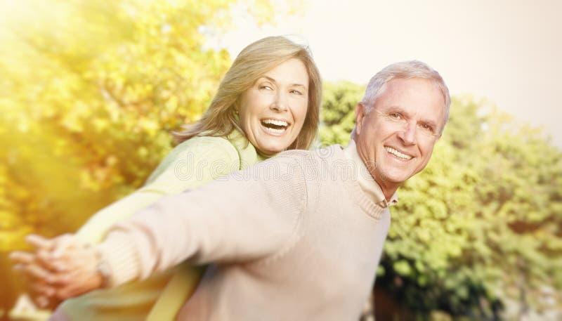 Älteres Paarporträt. lizenzfreie stockbilder