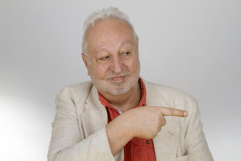 Älteres Zeigen mit dem Finger lizenzfreies stockbild