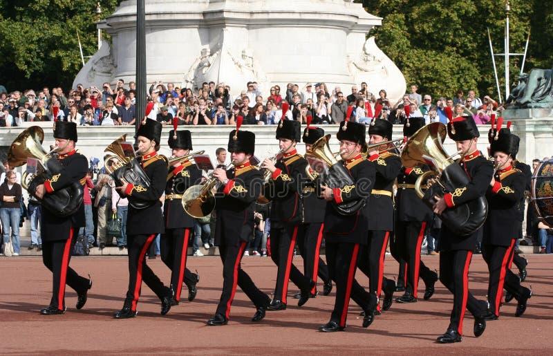 Ändern der Abdeckung am Buckingham Palace stockbilder