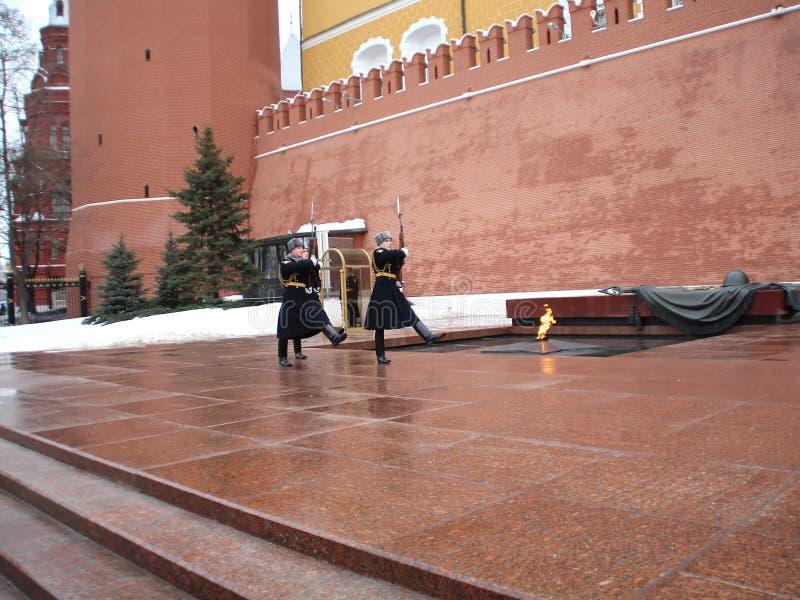Ändern des Schutzes am Denkmal zum unbekannten Soldaten stockfotografie