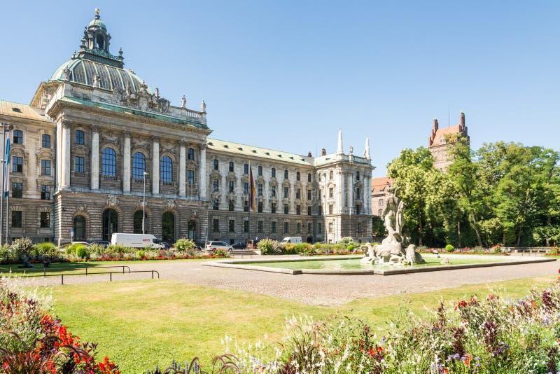 Ändern Sie Botanischer Garten und Palast von Gerechtigkeit in München stockbilder