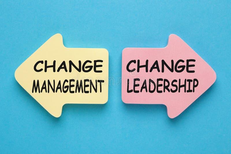 Ändern Sie Management gegen Änderungs-Führung stockfotos