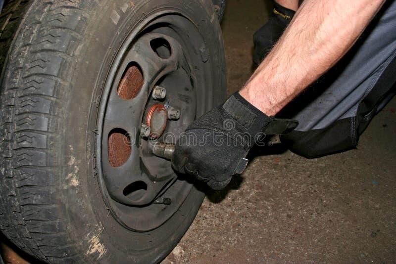 Ändernder Reifen stockfotografie