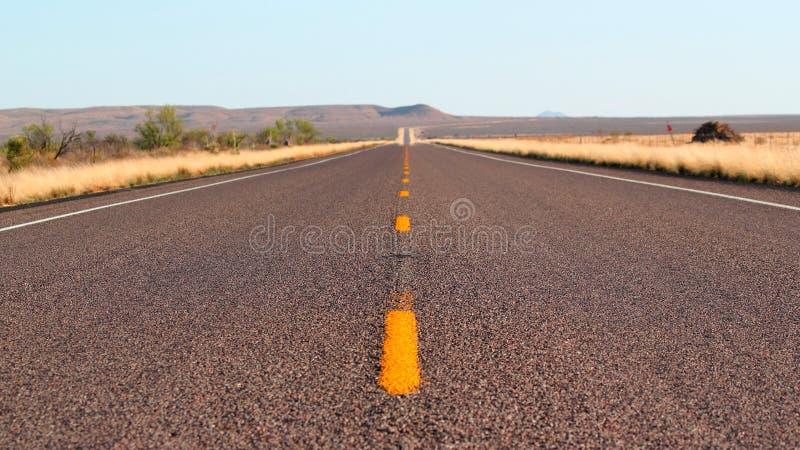 Ändlös landshuvudväg i den stora krökningen Nationalpark - loppaffärsföretagbegreppet, USA - Texas arkivfoton