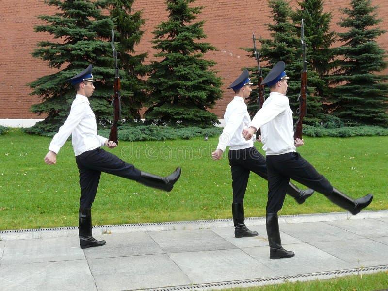 Ändra av hedersvakten Ceremony, gravvalv av den okända soldaten, Moskva, Ryssland arkivbild