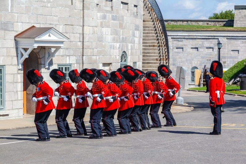 Ändra av vakten Ceremony på Citadelle i gamla Quebec arkivfoto