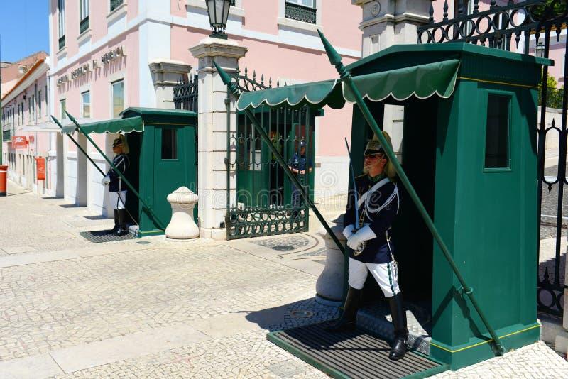 Ändra av vakten i Lissabon, Portugal fotografering för bildbyråer