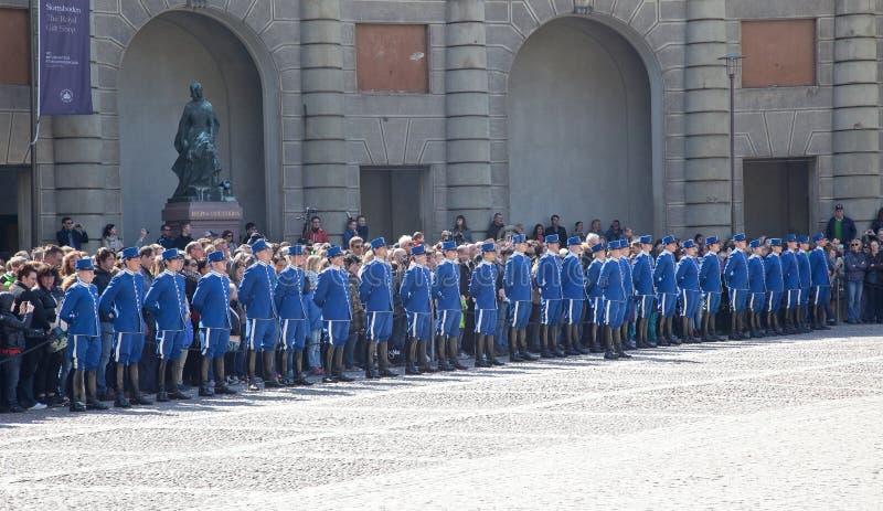 Ändra av vakten nära den kungliga slotten. Sverige. Stockholm royaltyfri bild