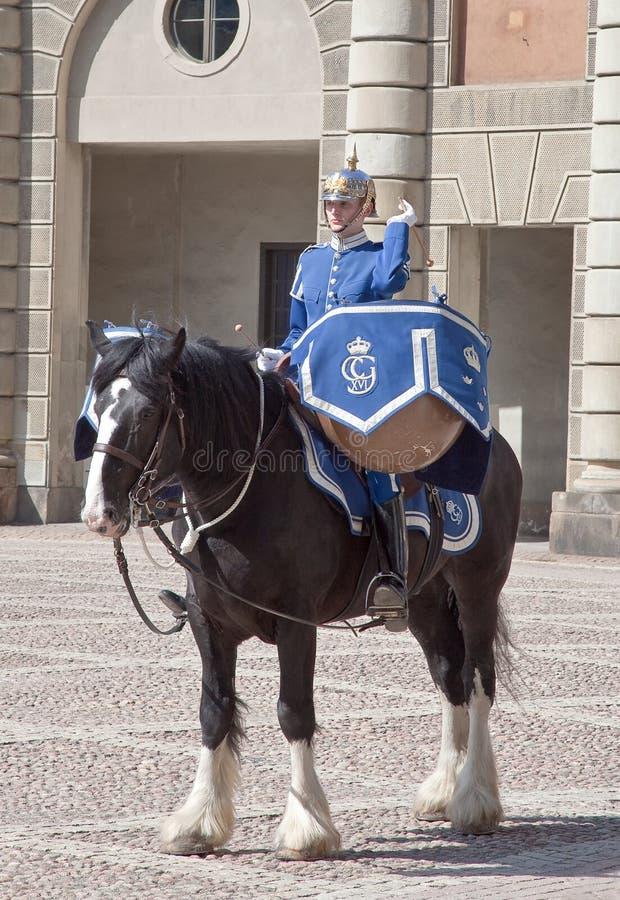 Ändra av vakten nära den kungliga slotten. Sverige. Stockholm arkivfoton