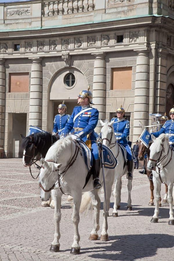 Ändra av vakten nära den kungliga slotten. Sverige. Stockholm arkivbilder