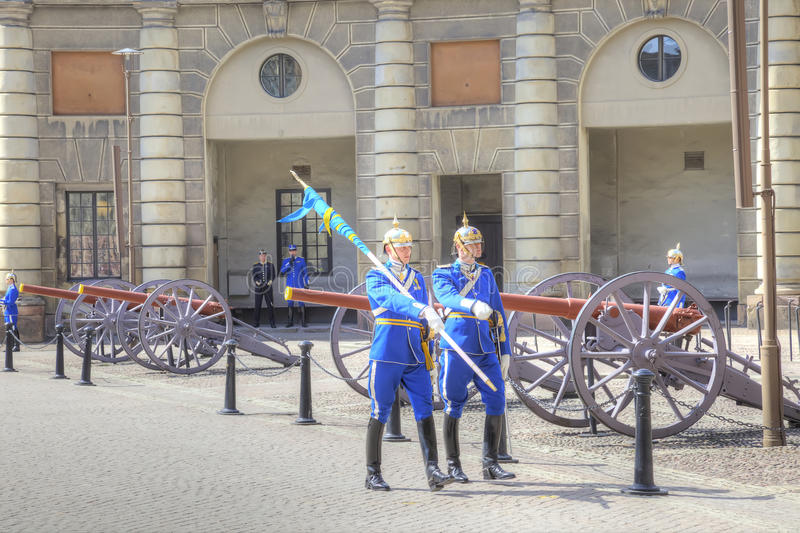 Ändra av vakten nära Royal Palace sweden stockholm royaltyfri foto