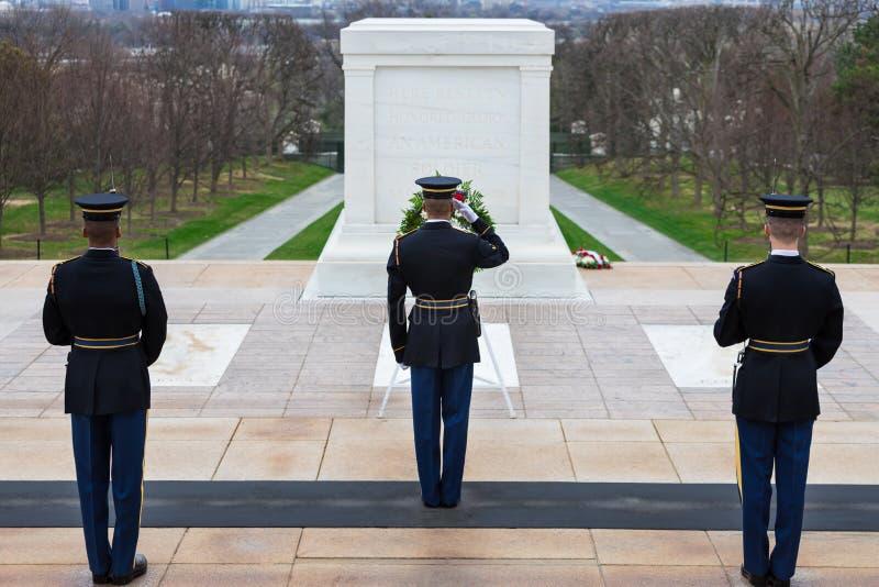 Ändra av vakten på gravvalvet av okändorna, Arlington nationell kyrkogård, Washington DC, USA royaltyfria bilder