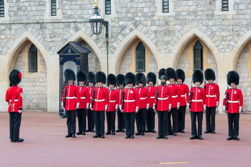 Ändrande vaktceremoni i Windsor Castle, England arkivbilder