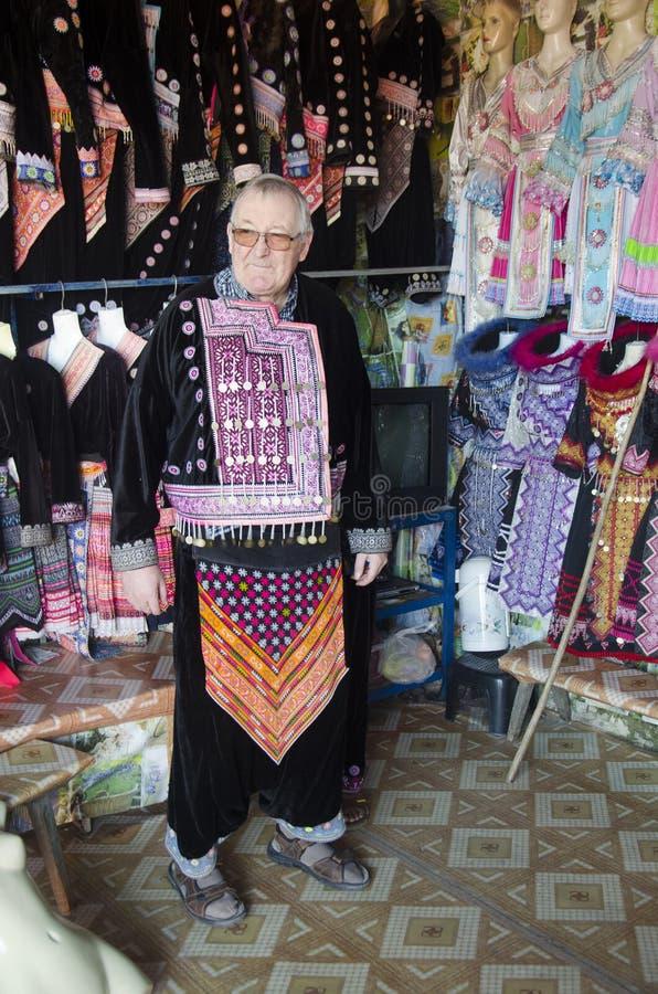 Ändrar bäradet tyska folket för gamal man och dräkten som är traditionell av royaltyfri fotografi