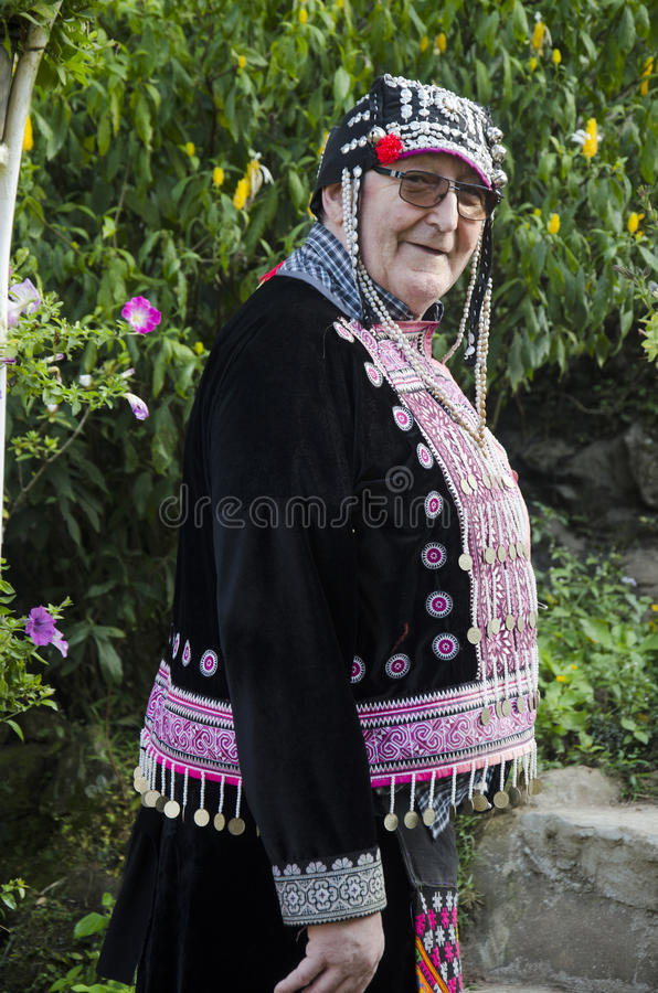 Ändrar bäradet tyska folket för gamal man och dräkten som är traditionell av royaltyfri foto