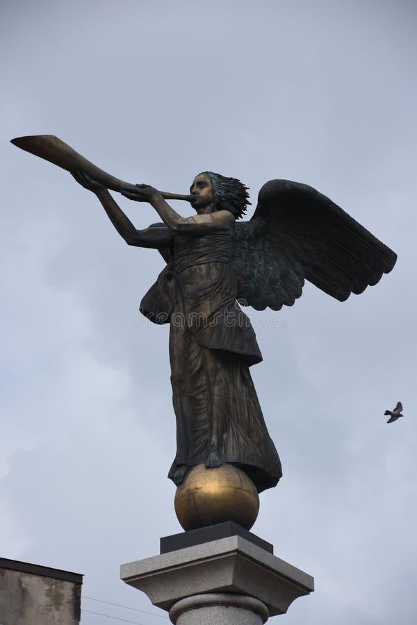 Ängel av den Uzupis statyn, Vilnius, Litauen royaltyfri fotografi