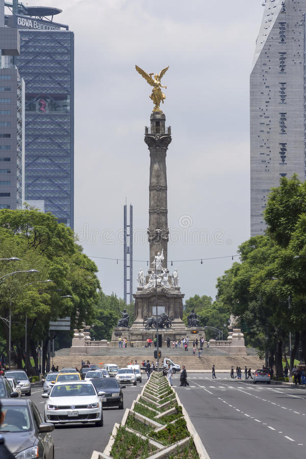 Ängel av självständighet och Paseo de la Reforma, Mexico - stad royaltyfri fotografi