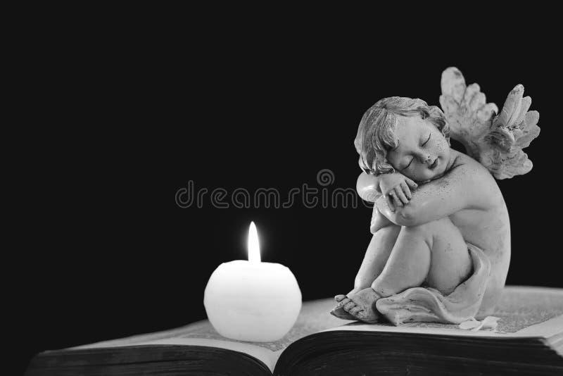 Ängel och stearinljus royaltyfri fotografi