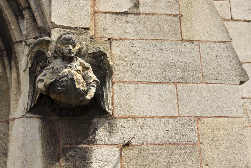 Ängel på den kyrkliga väggen royaltyfri fotografi