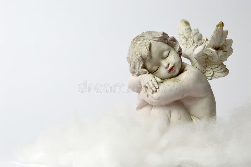 Ängel som sover på molnet arkivfoton