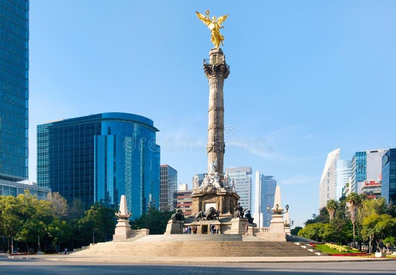Ängeln av självständighet och Paseoen de La Reforma i Mexico arkivfoto
