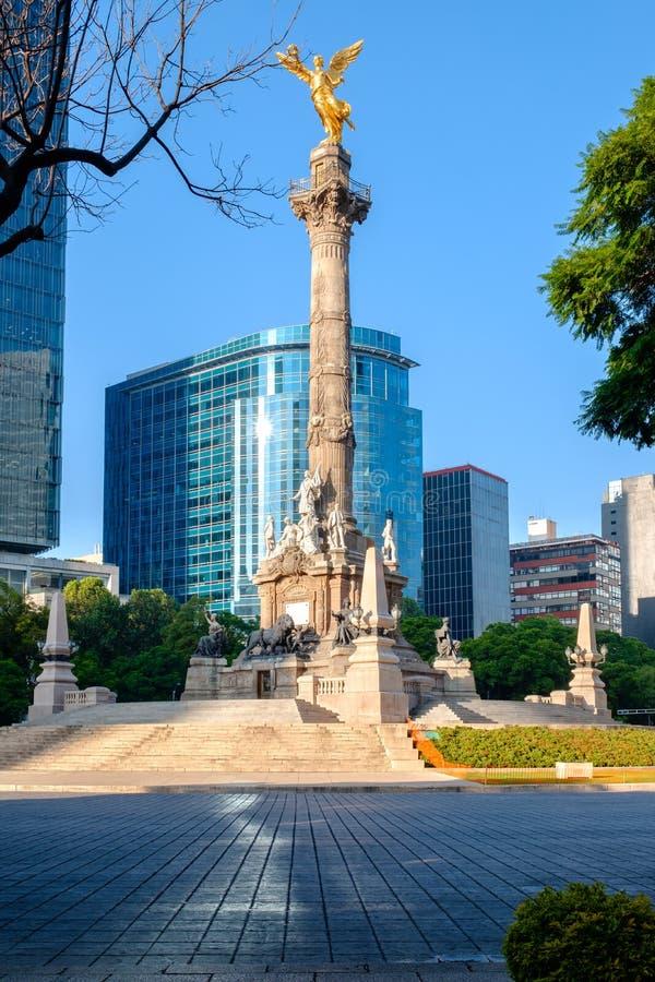 Ängeln av självständighet på Paseo de la Reforma i Mexico - stad arkivfoto