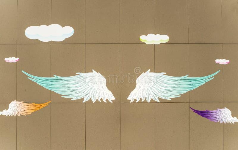 Ängelvingar målade på väggillustrationbakgrunden royaltyfria bilder