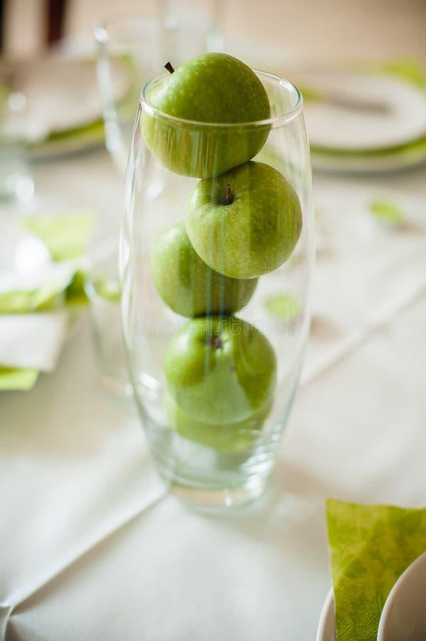 Äpfel in einem Glas lizenzfreies stockfoto