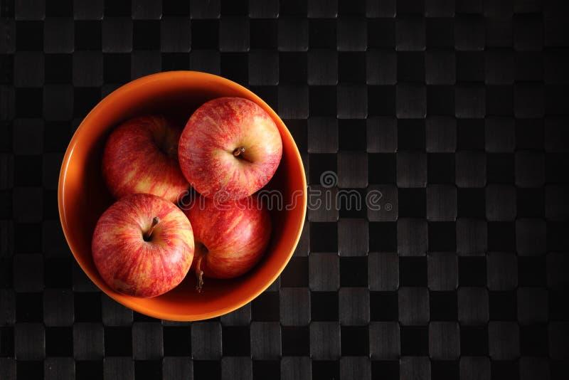 Äpfel in einer Schüssel stockfoto