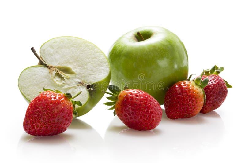 Äpfel und Erdbeeren stockbild
