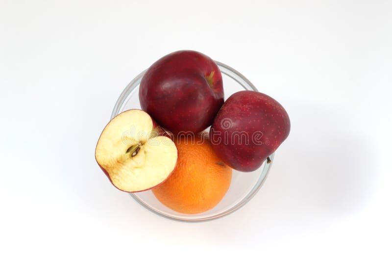 Äpfel und Orange im Vase stockbilder