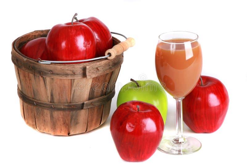Download Äpfel Und Zider Getrennt Auf Weiß Stockfoto - Bild von ernte, apfel: 12203578