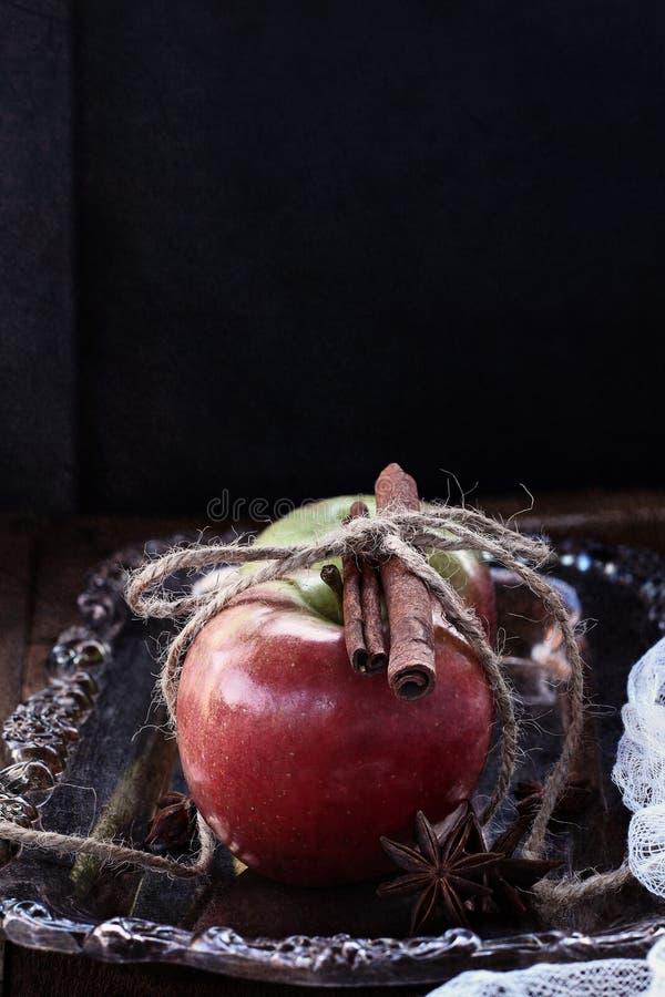 Äpfel und Zimt stockbilder