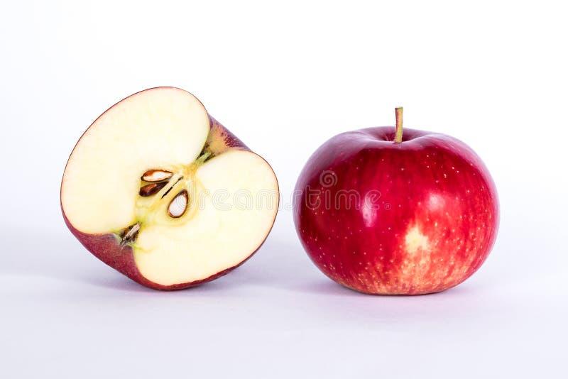 äpple half royaltyfri fotografi