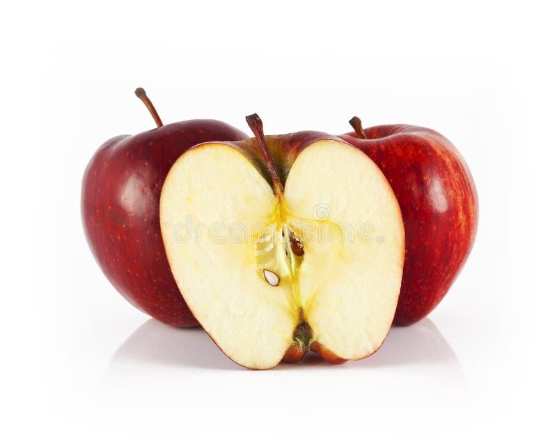 äpple half två royaltyfria foton