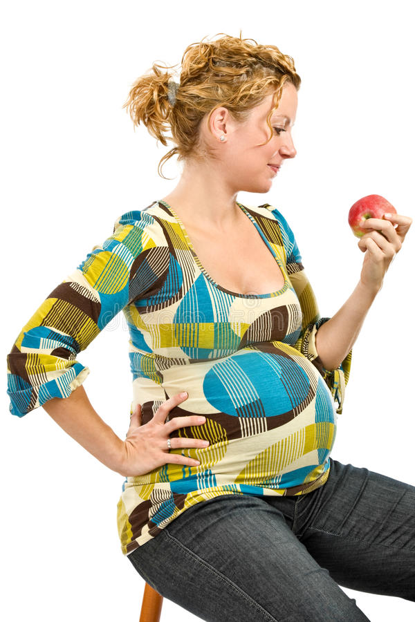 äpple som äter gravid kvinna arkivbild
