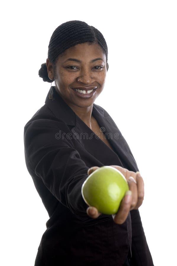 äppleblack som erbjuder den nätt kvinnan royaltyfri foto
