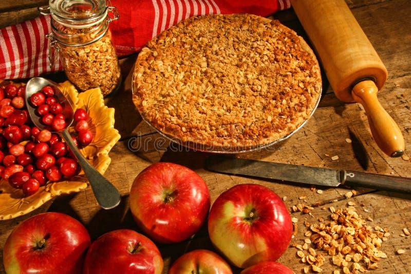äpplecranberries smular pien fotografering för bildbyråer