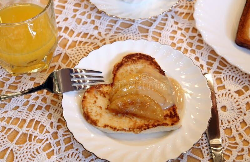 äpplehjärta som såsrostat bröd arkivfoto