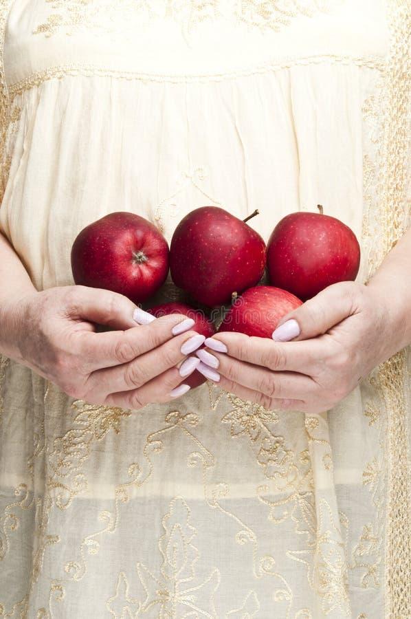 äpplen samlar ihop red royaltyfri fotografi