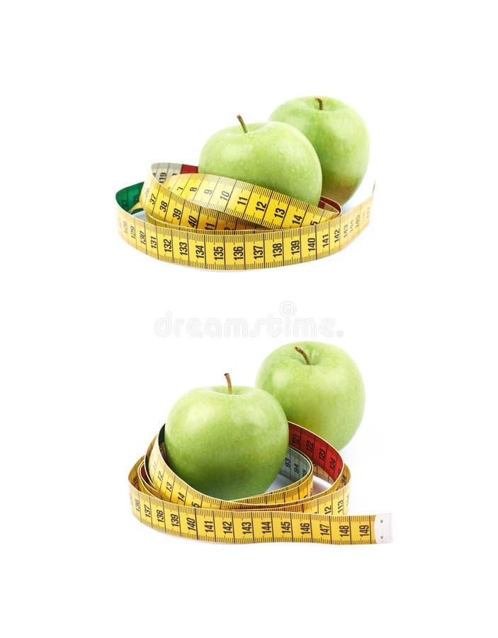 Äpplen som binds med det mäta bandet arkivfoton