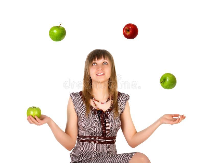 äpplen som jonglerar kvinnan royaltyfri fotografi