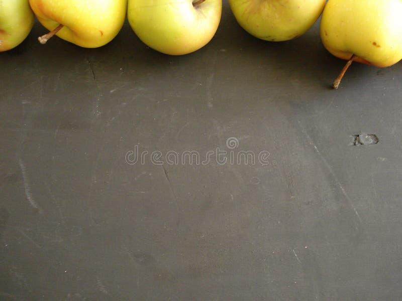 Äpplen upptill av ramen royaltyfri fotografi