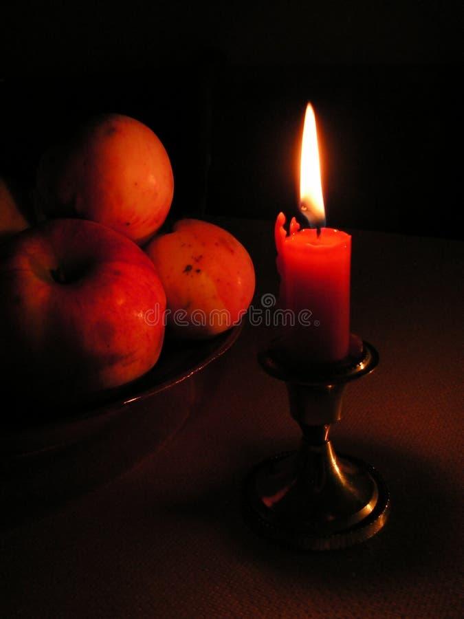 Download äpplestearinljus arkivfoto. Bild av medf8ort, värme, natt - 283164
