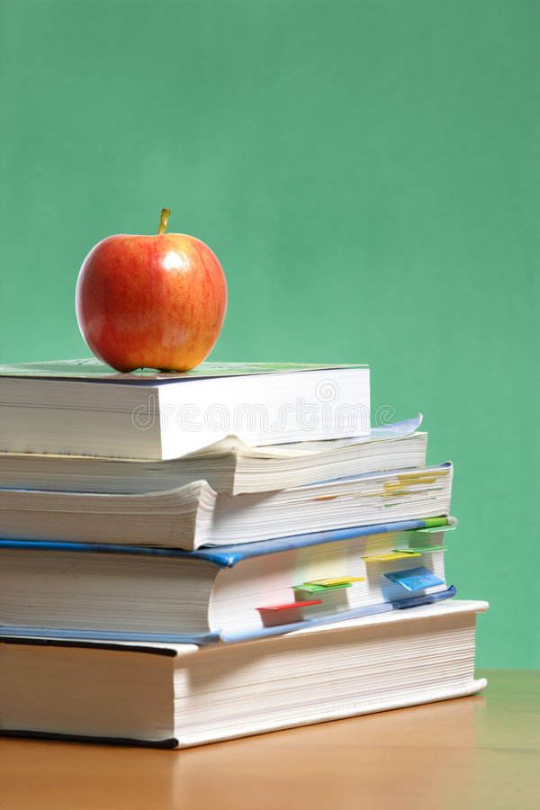äpplet books klassrumbunten arkivfoto