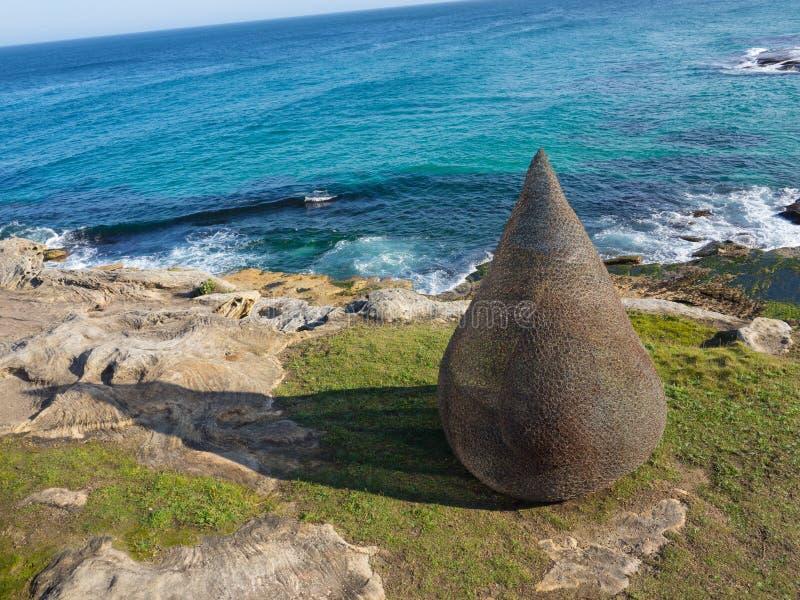 'Är flamman 'ett skulpturalt konstverk av Sally Stoneman på skulpturen vid de årliga händelserna för havet som är fria till allmä arkivfoto