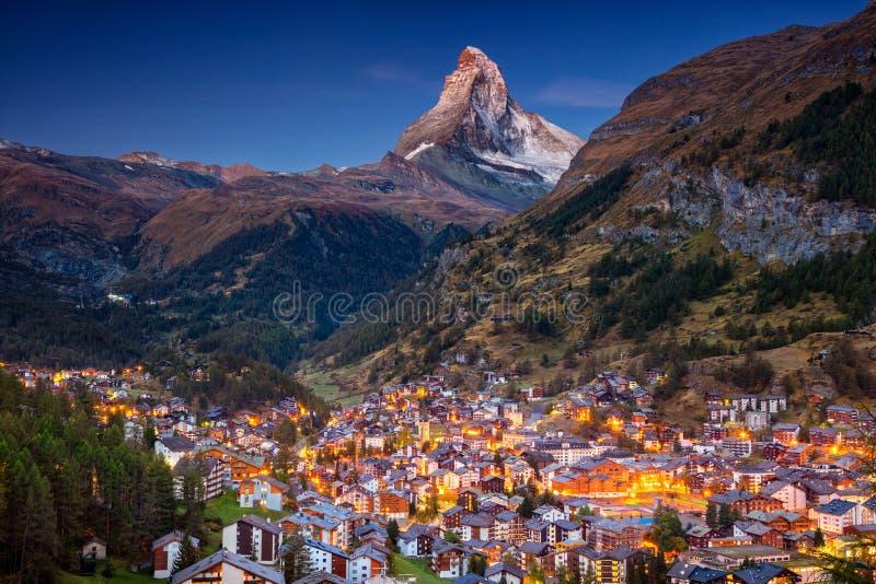är 7th august boende 2010 kan den Europa hotellbilden schweiziska switzerland som tas deras till turismturister som det tradition arkivbild