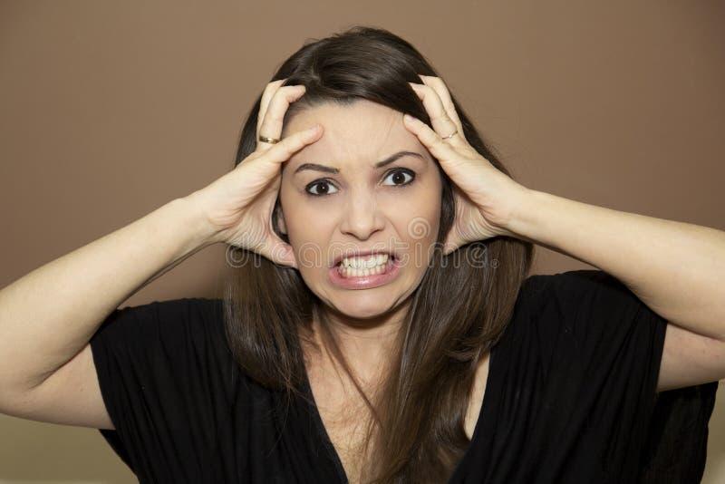 Ärger auf dem Gesicht der Frau stockfotografie