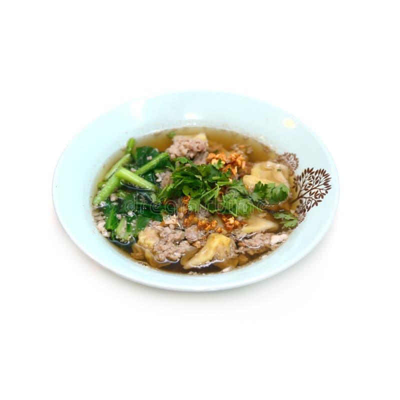Ärgern Sie chinesische trockene Nudeln mit Braten rotem Schweinefleisch, Mehlkloß und vegeta stockbilder