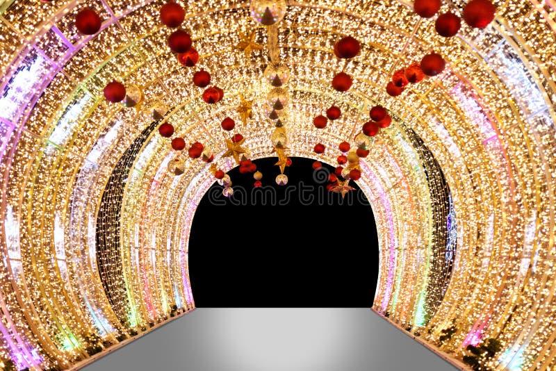 Ärke- bokehguld, den suddiga ärke- bågen för den Bokeh guld- ljusa bakgrundsnatten av lampor LEDDE färgrikt gult sken, ärke- dörr arkivbild